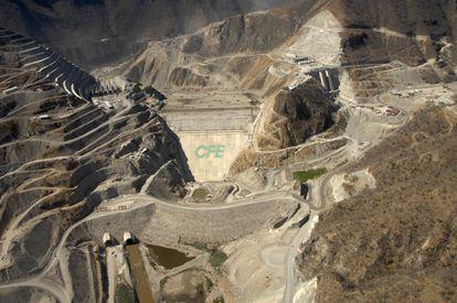 Vista aerea de la Central Hidroeléctrica La Yesca, Nayarit, México.
