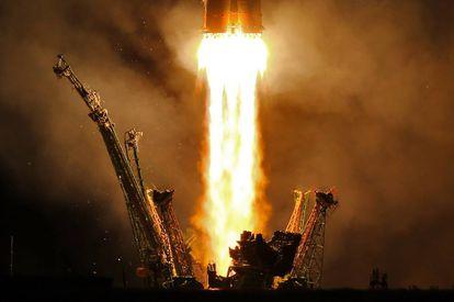 Lanzamiento del cohete Soyuz-FG transportando el vuelo espacial Soyuz MS-06 en septiembre de 2017.