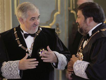 El magistrado Cándido Conde-Pumpido, a la derecha, y el exministro de Justicia Francisco Caamaño, en 2019.