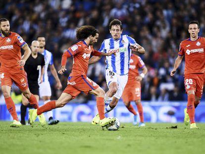 Cucurella lleva el balón ante Oyarzábal en el partido Real Sociedad-Getafe del pasado 6 de octubre en Anoeta (1-2).