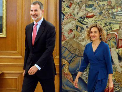 El rey Felipe recibe a la presidenta del Congreso, Meritxell Batet, este miércoles en el Palacio de la Zarzuela.