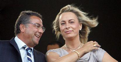 El empresario Enrique Ortiz y la alcaldesa de Alicante, Sonia Castedo, en el palco del estadio Rico Pérez.