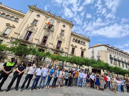 Concentración de repulsa por la muerte de Alicia Rodríguez frente al Ayuntamiento de Jaén el lunes 14 de junio de 2021.