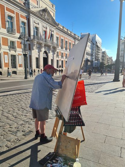 The painter Antonio López, this Thursday, at the Puerta del Sol in Madrid.