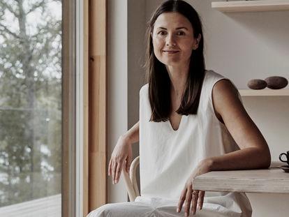 La diseñadora Joanna Laajisto, en la casa que ideó en Karjalohja.