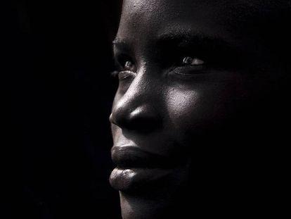 Una mujer de la tribu Suri del valle del Omo, en Etiopía.