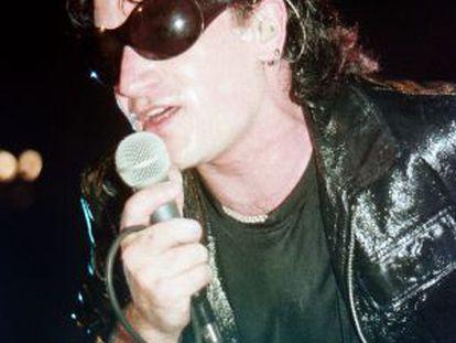 Bono, cantante de U2, en el Palau Sant Jordi en 1992.
