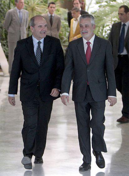 Manuel Chaves y José Antonio Griñán, a su llegada a la reunión hoy en Sevilla del Comité Director del PSOE andaluz.