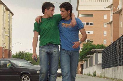 ¿Qué debemos responderle a nuestro hijo si quiere saber, más allá de una definición de 14 palabras, qué es el feminismo? En la imagen, unos adolescentes Juan José Ballesta y Jesús Carroza, en la película '7 vírgenes' (2005).