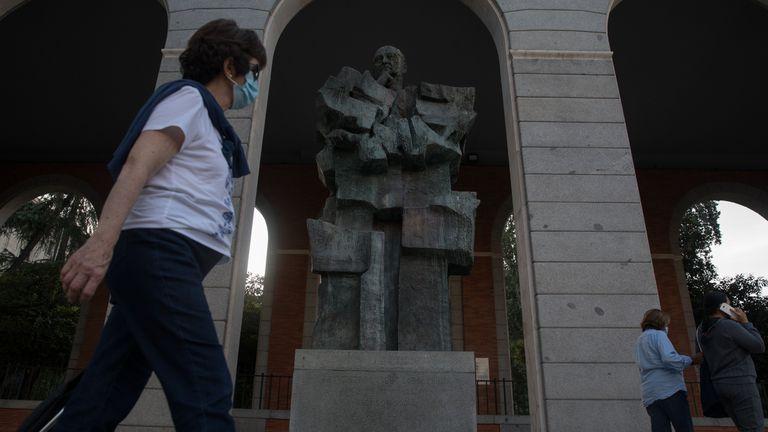 Estatua de Francisco Largo Caballero en el Paseo de la Castellana, en Madrid.