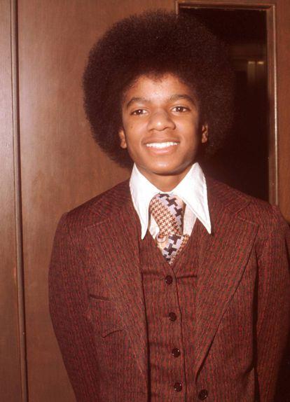 Michael Jackson en 1973. Por si la vida no fuese suficientemente complicada siendo un adolescente famoso en todo el mundo, su padre, Joe Jackson, solía meterse de manera sistemática con su nariz, que acomplejaba enormemente al joven Michael.