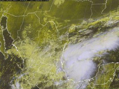 El ciclón llegará la noche del viernes en la costas de del Estado de Veracruz y avanza con vientos máximos sostenidos de 165 kilómetros por hora