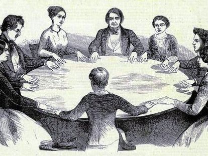 """Grabado de una """"mesa parlante"""" en un ritual espiritista del semanario francés 'L'Illustration', publicado en mayo de 1853 y conservado en la Bibliothèque Nationale et Universitaire de Strasbourg."""