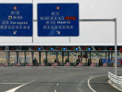 Área del pago de peaje en la autopista madrileña M-12.