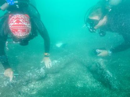 Ayudados de magnetómetros portátiles, los investigadores peinan la bahía de Villa Rica, en México, a la caza de las naves que usó el conquistador para llegar a la costa de Veracruz