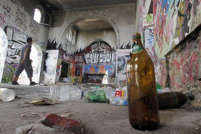 Los restos de la <i>rave</i> celebrada en la madrugada del domingo en Getafe.