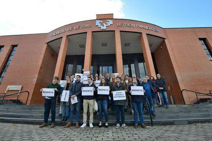 Concentración de protesta en Vitoria contra la agresión a un alumno de la UPV.