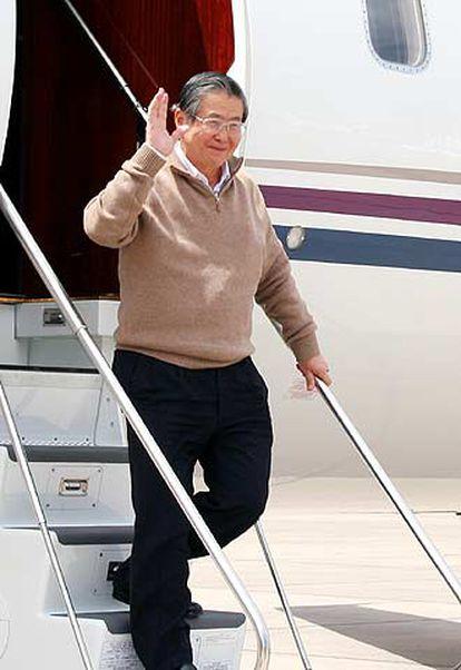 El ex presidente peruano Alberto Fujimori, a su llegada a Santiago de Chile.