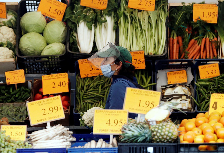 Verdura en un mercadillo de Villava (Navarra), el pasado jueves.