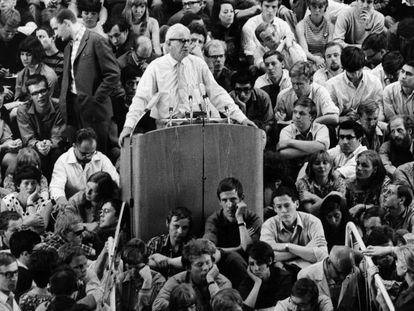 Herbert Marcuse, en un acto en la Universidad Libre de Berlín en 1967.