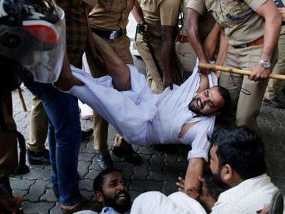 Varias localidades del estado de Kerala están este jueves en huelga en rechazo al acceso de las dos mujeres al santuario