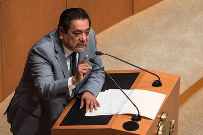 Félix Salgado Macedonio, senador por Morena en el Senado de la República, durante su intervención en tribuna durante la sesión del pleno.