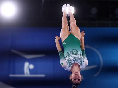 Una de las rutinas de Dafne Navarro, durante la competencia de gimnasia en trampolín, este viernes.