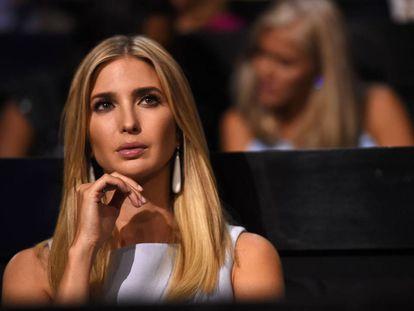 Ivanka, hija de Donald Trump, atenta en el segundo día de la convención republicana.