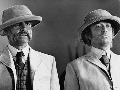 Michael Caine y Sean Connery en una secuencia del filme 'El hombre que pudo reinar', dirigida por John Huston en 1975.