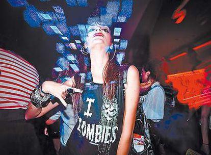 <b>Las nuevas <i>it-girls</i> de la noche madrileña adoran a los zombies.</b>