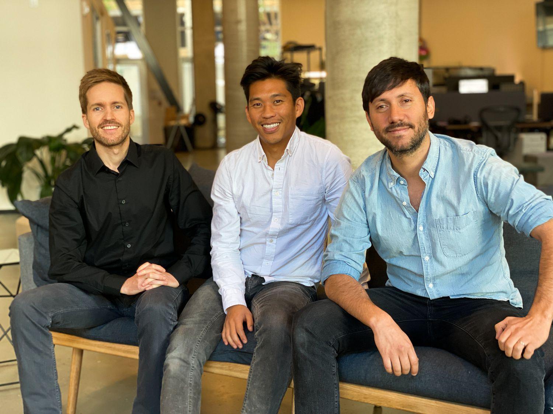 De gauche à droite: Isaac Castro, Sly Lee et Mauricio Terán, les trois fondateurs de la `` startup '' Emerge, située dans la Silicon Valley