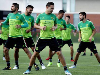 Los futbolistas mexicanos durante su último entrenamiento