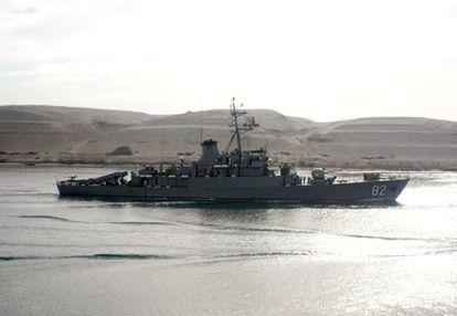 """Una corbeta iranía enviada por Teherán al Mediterráneo para """"formar a los militares sirios"""" pasa por el Canal de Suez."""