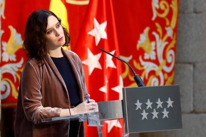 La presidenta de la Comunidad de Madrid, Isabel Díaz Ayuso, comparece en una rueda de prensa en la sede del gobierno regional este martes para presentar el balance 2020 de la comunidad que preside.
