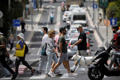 Ambiente en una calle de Tel Aviv, este domingo.