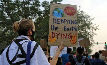 Participantes en una protesta ecologista en Nueva Delhi (India), el pasado noviembre.