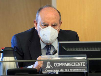 El comisario jubilado Felipe Lacasa, durante su comparecencia en la comisión de investigación parlamentaria de la Operación Kitchen de este jueves.