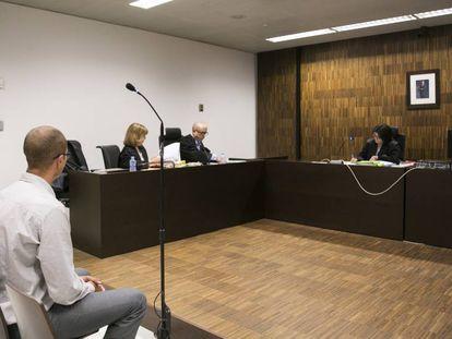 El subinspector de la Guardia Urbana Oscar Soaz durante el juicio por difundir una imagen sexual de Rosa Peral