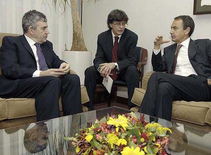 Gordon Brown (izquierda) y José Luis Rodríguez Zapatero, durante su reunión en Bruselas.