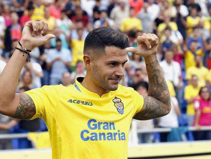 Vitolo, durante su presentación en el estadio de Gran Canaria.