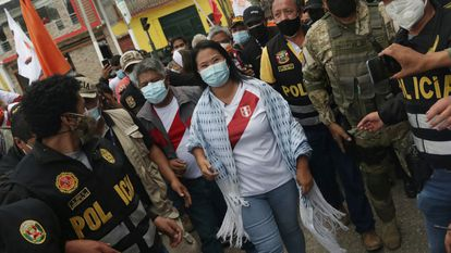 Keiko Fujimori llega al debate con Castillo el pasado 1 de mayo.