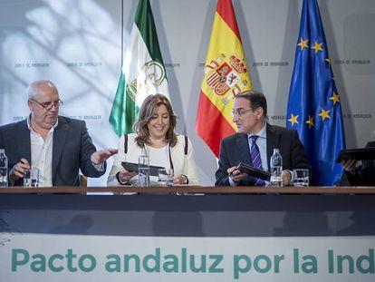 Carbonero, Díaz, González de Lara y Castilla, durante la firma del pacto.