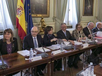 Sesión constitutiva de la Comisión de Expertos encargada de revisar el modelo de financiación autonómica.