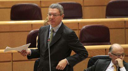 Gallardón y Montoro, ayer en el Senado.