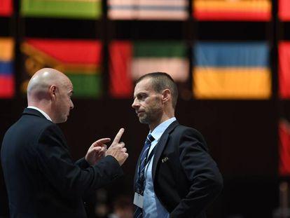 Infantino y Ceferin en un congreso de la FIFA.