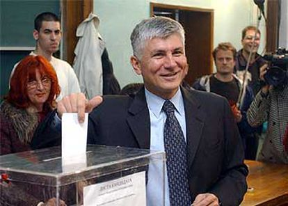 En la imagen, Zoran Djindjic en la jornada electoral de septiembre de 2002.