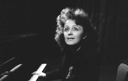 Edith Piaf ( 1915- 1963), poco después de 1945.