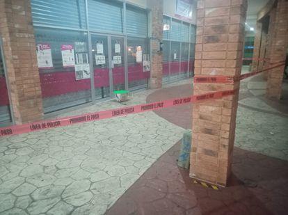 El frigorífico con cabezas de cerdo fue dejado a las puertas del Instituto Electoral este lunes