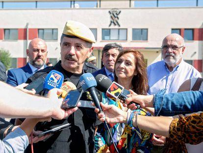 El jefe de la UME, teniente general Miguel Alcañiz, durante una visita a la base aérea de Zaragoza el pasado año.