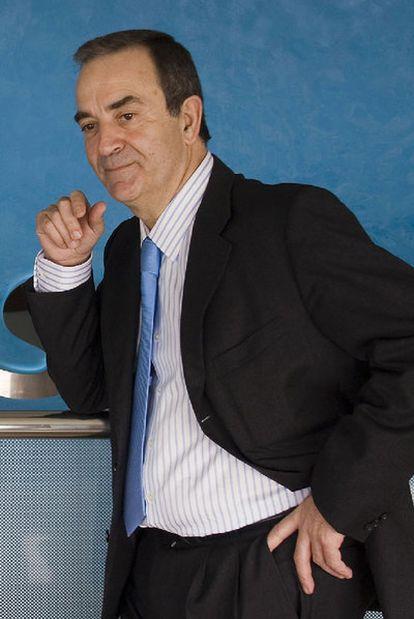 Raúl López, presidente del Obradoiro, en la sede de Monbús.
